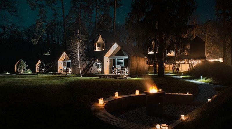 Čokoladna vas nahaja sredi krajinskega parka Mariborsko jezero